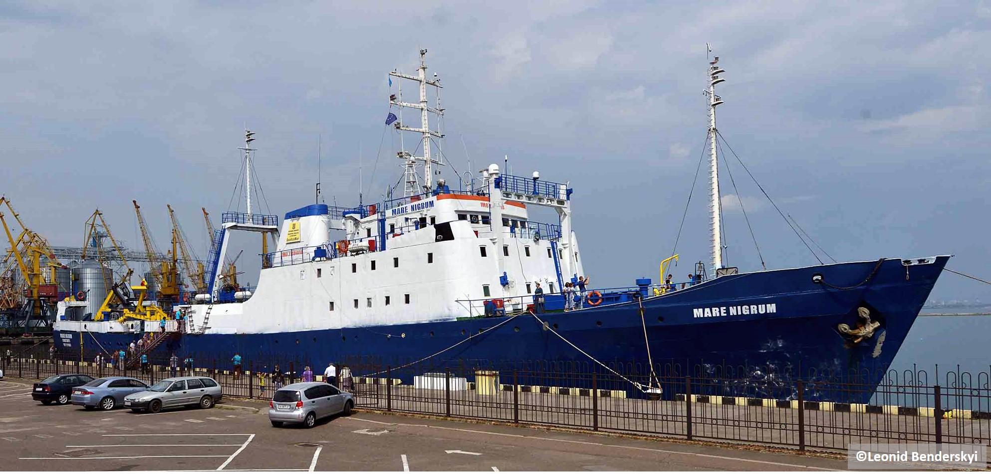 4001 - науково-дослідне судно МАРЕ НІГРУМ, порт приписки Констанца, Румунія у причала Каботажної гавані Одеського морського порту