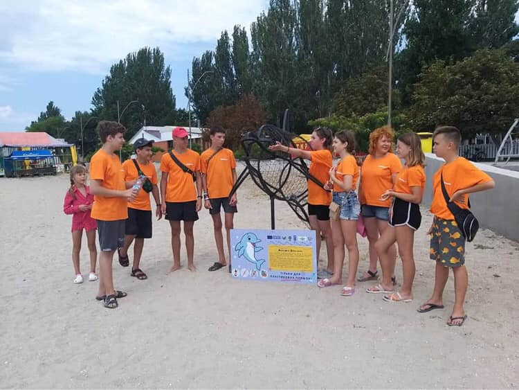 """Black Sea coast without litter!"": dolphin's statue and awareness raising of adults by the kids"
